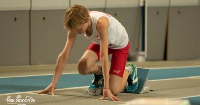 Joris Mantel (11) loopt Europees record 400 meter op NSK Indoor
